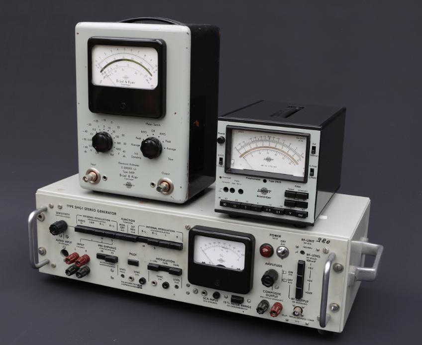 Das kleine Messgerät (rechts) ist das Psophometer 2429 von Brüel&Kjaer aus Dänemark.